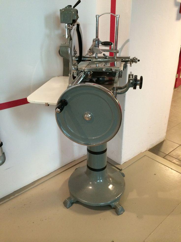 Familie-erfstuk en onze trots: een originele Berkel snijmachine. Door ons volledig terug gebracht in oorspronkelijke staat.