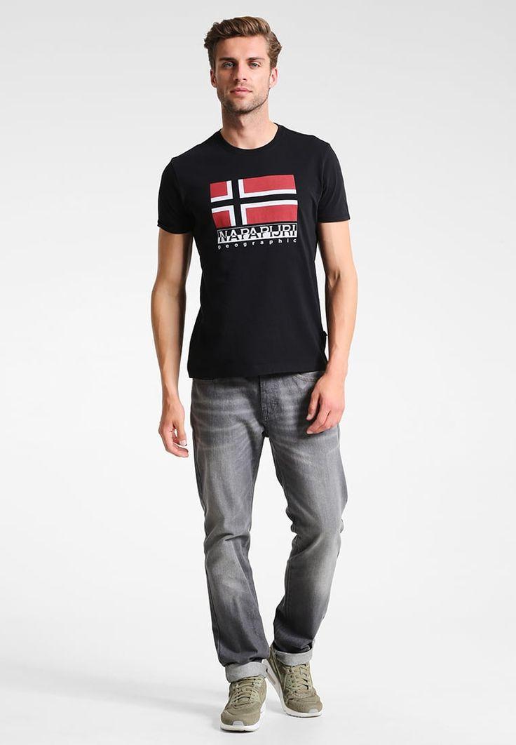 ¡Consigue este tipo de camiseta estampada de NAPAPIJRI ahora! Haz clic para ver los detalles. Envíos gratis a toda España. Napapijri STRAND LOGO Camiseta print black: Napapijri STRAND LOGO Camiseta print black Ofertas   | Material exterior: 100% algodón | Ofertas ¡Haz tu pedido   y disfruta de gastos de enví-o gratuitos! (camiseta estampada, printed, print, estampada, estampado, t-shirt mit druckmotiv, playera estampada, t-shirt à motifs, maglietta stampata)