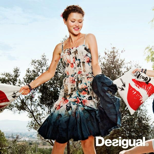 Desigual women's Bichi dress from the Love range. A very fresh dress that combines floral motif prints with abstract shapes. The distressed effect stands out.