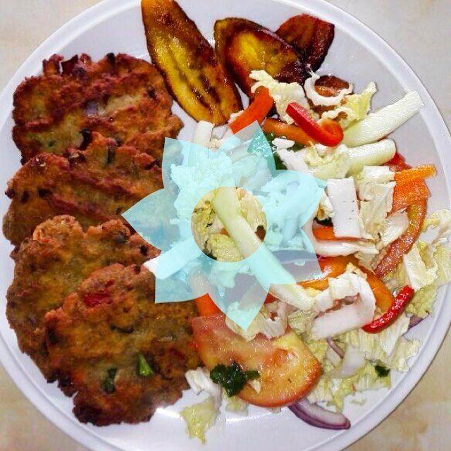 Tortas de carne is a tipical dish from Coata Rica  #uvolunteer #costarica #sanramon #avic . . . . #comeandjoinus #welltraveled #adventuremobile #themountainiscalling #comeandjoinus #thatsdarling #openmyworld #letsgosomewhere #passionpassport #liveauthentic #followmetoo