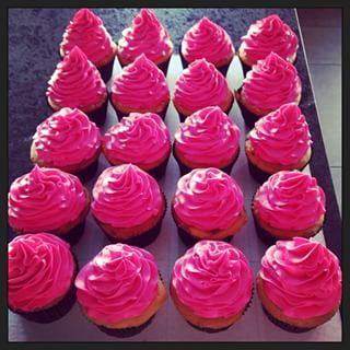 #food #bright #neon #neoncolor #brightcolor #cupcakes #neoncupcakes #pink #pinkcupcakes #neonpinkcupcakes #neonpink