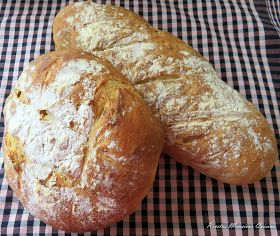 INGREDIENTES: 250 gr. de preparado para pan de chapata de Lidl 175 ml. de agua 5 ml. de aceite Harina para espolvorear PREPARA...