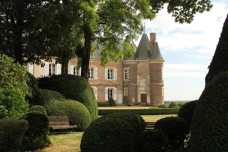 Découvrez le Château de Montmirail : visites guidées, mariages, réceptions et dîners privés, séminaires et événements d'entreprises, chambres d'hôtes.