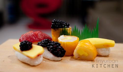 Mochi Nigiri Sushi made with fruits. How can you resist!