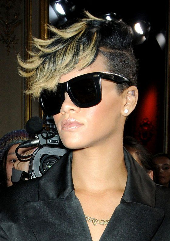 Pictures : Rihanna's Short Haircuts: Best Styles Over the Years - Rihanna Mohawk With Blonde Hihlights