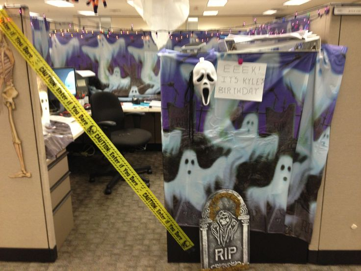 Halloween Themed Cubicle Decorating