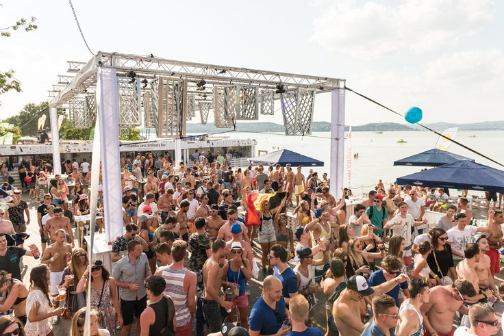 Finlandia Less Ordinary Bar • Balaton Sound • 2015  #finlandia #event #festival #lessordinary #balatonsound