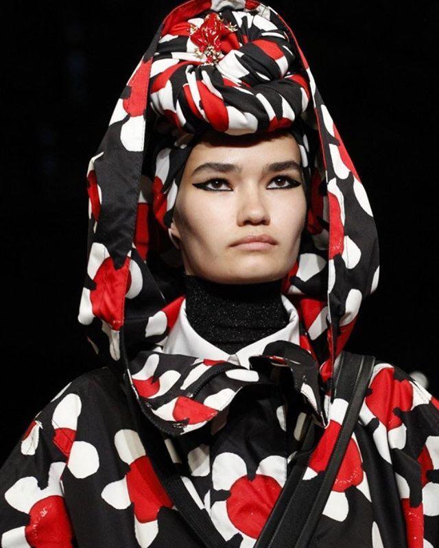 The star of #VogueUA September issue Svetlana Black @svetlana.black rocks the @marcjacobs show  Модель @svetlana.black героїня вересневого номеру #VogueUA на шоу #MarcJacobs #ss18 #trend #style #show #fashion #nyfw  via VOGUE UKRAINE MAGAZINE OFFICIAL INSTAGRAM - Fashion Campaigns  Haute Couture  Advertising  Editorial Photography  Magazine Cover Designs  Supermodels  Runway Models