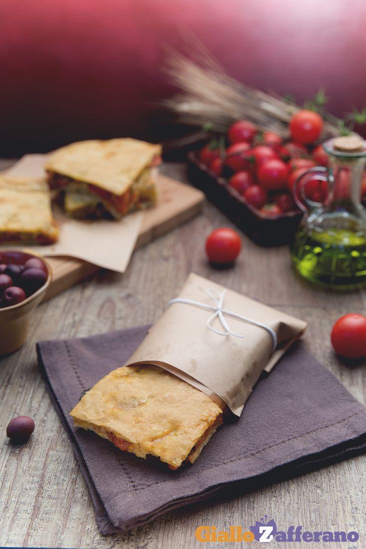 La #PIZZA RUSTICA (stuffed pizza) ricca degli ingredienti mediterranei che amiamo di più. #ricetta #GialloZafferano #italianfood #italianrecipe
