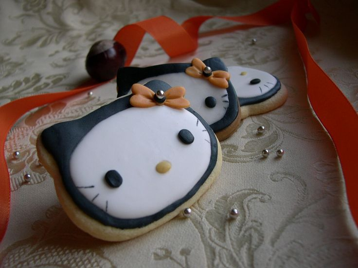 Halloween Hello Kitty cookies (Italian)