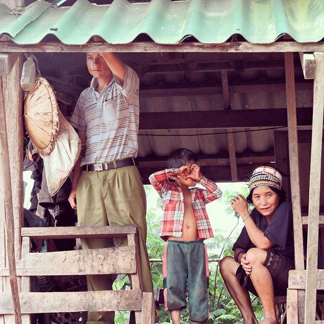 #family #luangnamtha #laos #tribe  #kid pretending his taking a #photo #pasonoroeste #travelphotography #travel #ilovelaos #akha #love