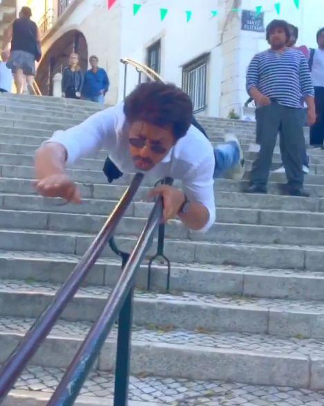 He believes he can fly! SRK has fun in Lisbon