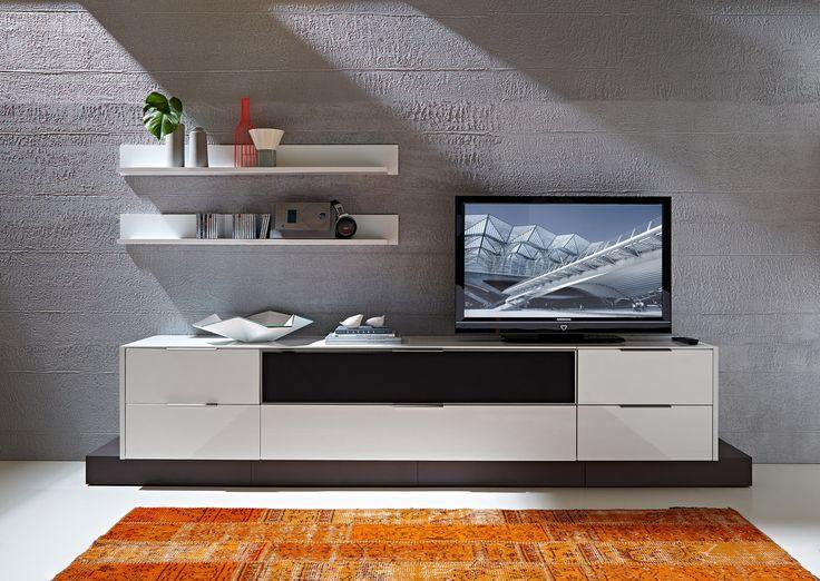 W plecach mebla znajduje się niewielki otwór wentylacyjny, który zapewni stałą cyrkulację powietrza we wnętrzu mebla. #meble #furniture #salon #livingroom