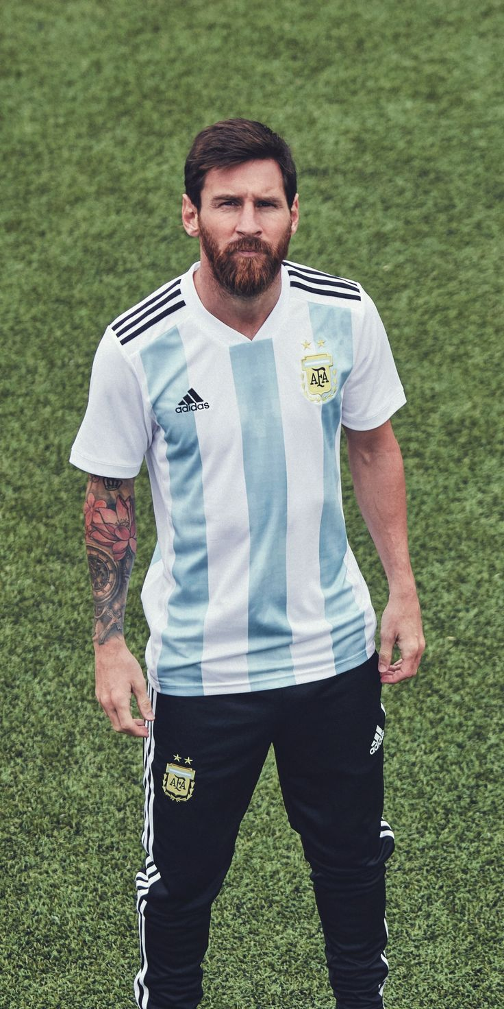 Lionel Messi in the adidas 2018 Argentina home jersey