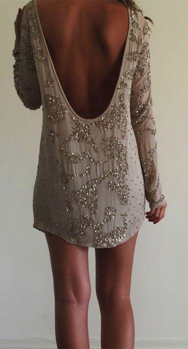party dress.                                                                                                                                                                                 Más
