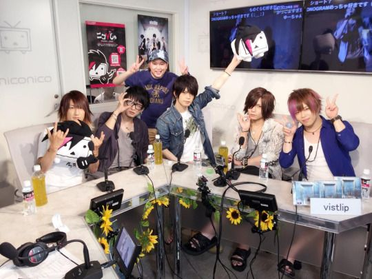 vistlip on Nico Nico live broadcast's visual kei program「ニコびじゅ」on Aug. 11th, 2015.
