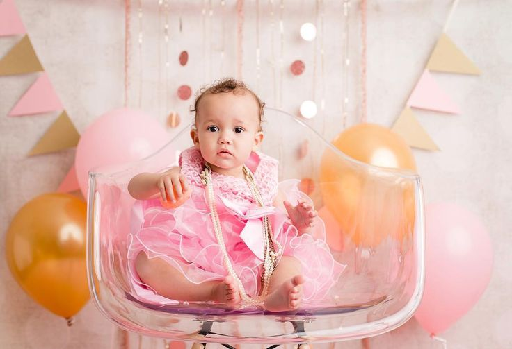 Happy Birthday Miss M! She was not a fan of her cake, but look how darn cute she is! #hgamblephotography #cakesmashsession #pinkandgold #oakville #oakvillephotographer #oakvillephotography #gta #gtaphotography #gtaphotographer #toronto #torontophotographer #one #birthdaygirl #oakvilleontariophotographer #oneyearold #cakesmash #cakesmashphotography