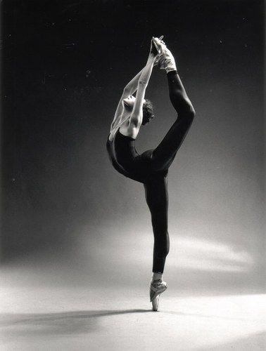 Danse Classique..j'admire les danseuses , pour leur classe, leur grace, leur rigueur de vie