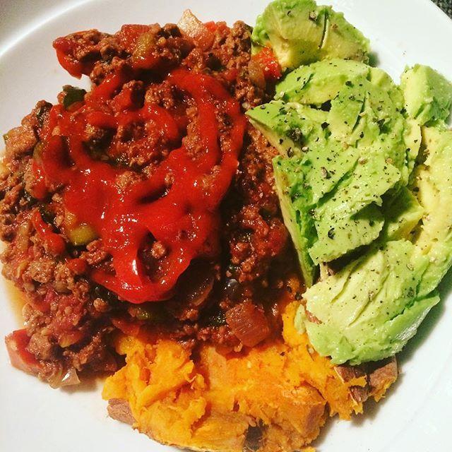 Sweet potato, quorn chilli and avocado for dinner! #healthyfats #srirachaagain #srirachaoneverything #sriracha #dinner #healthyfood #tastyfood #avocado #sweetpotato #bbg #bbggirls #bbgsquad #bbgcommunity #bbglondon #bbgwomen #weightloss #weightlossjourney  Yummery - best recipes. Follow Us! #tastyfood