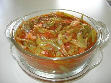 Turkish Green Beans- really good! addes 2 extra hot house tomatoes, extra cumin, and let it boil down for a while.