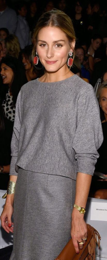 minimalist; grey sweater with batwing sleeves   grey skirt/jeans. With black or silver jewelry.