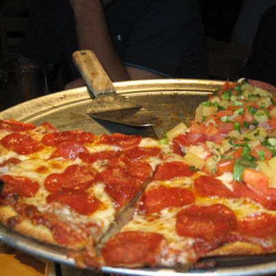 2013 Californian Desert Tour - Having a pizza @ Stuft Pizza #stuft #pizza #golf #teeoff #swing #golfer #golfcourse #golfing #golfclubs #holeinone #game #endurance #golftours #greengolftours #california #desert