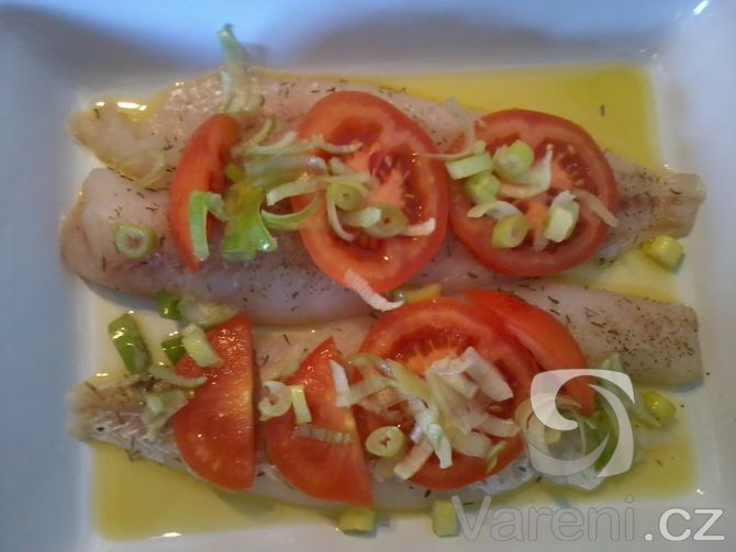 Recept Zapečená treska s rajčaty a sýrem - Zapečená treska s rajčaty a sýrem