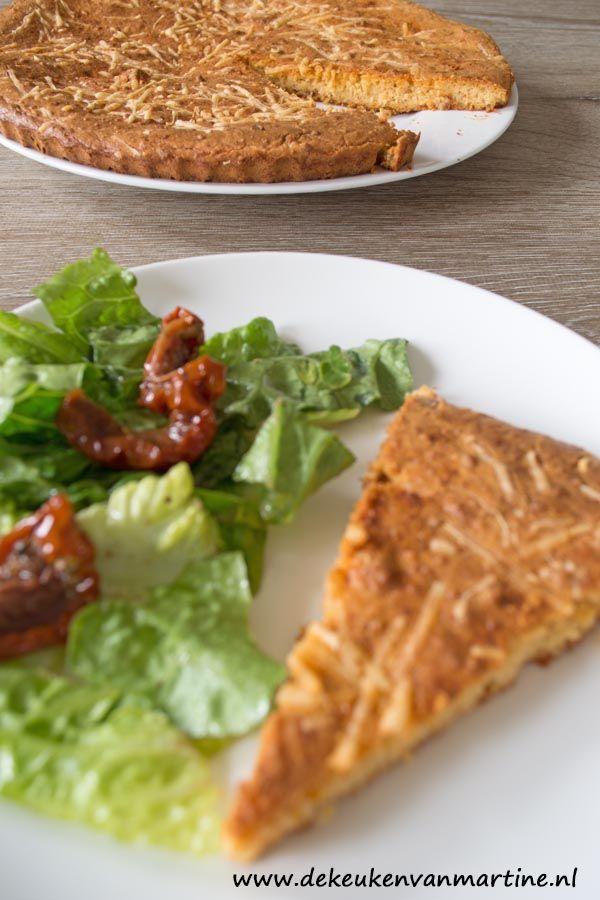 Een koolhydraatarme, hartige taart zonder deeg, maar met amandelmeel. Lekker als ontbijt of lunch.