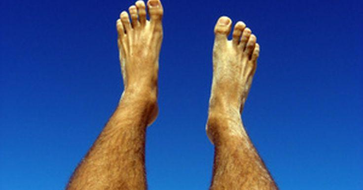 Como fortalecer as pernas sem aparelhos caros e sem ir à academia?. Com um pequeno espaço no chão e o peso de seu próprio corpo, você conseguirá fortalecer suas pernas sem aparelhos caros ou se inscrever em uma academia. As pernas possuem músculos bem grandes, principalmente as coxas (quadríceps), as panturrilhas (gastrocnêmio e sóleo), e os isquiotibiais (parte posterior da coxa). Alguns exercícios focam em ...