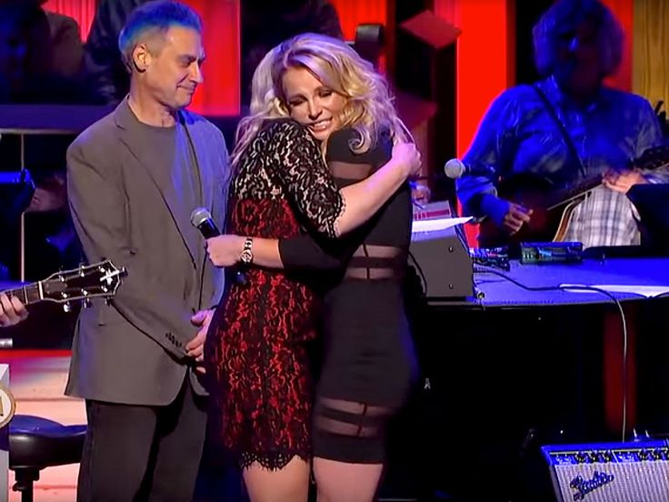 WATCH: Britney Spears' Surprise Makes Sister Jamie Lynn Cry at Grand Ole Opry: You Are 'My Heart and My Soul' http://www.people.com/article/britney-spears-surprises-jamie-lynn-grand-ole-opry