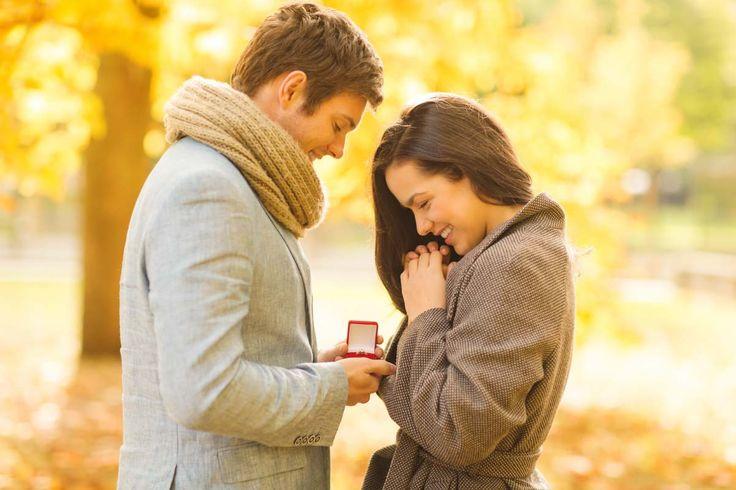 Der Herbst ist mit seinen verschiedenen bunten Farben ein wirklich schöner Zeitraum für ein Verlobungs-Fotoshooting. Wir zeigen euch 60 Ideen für Fotos!