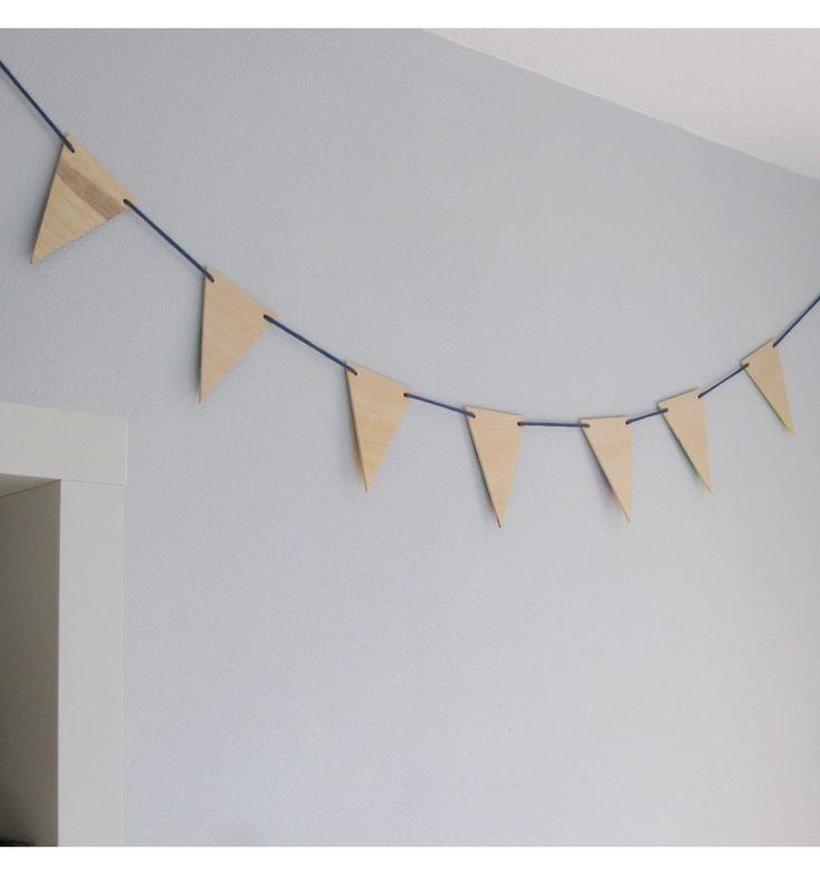 Leuke houten vlaggetjes om zelf een vlaggenlijn mee te maken en om zelf te versieren.