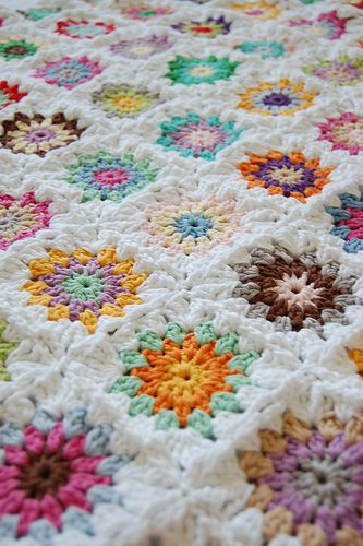 crocheting granny squares by whereyourheartis, via Flickr    An absolutely gorgeous example of the granny square blanket