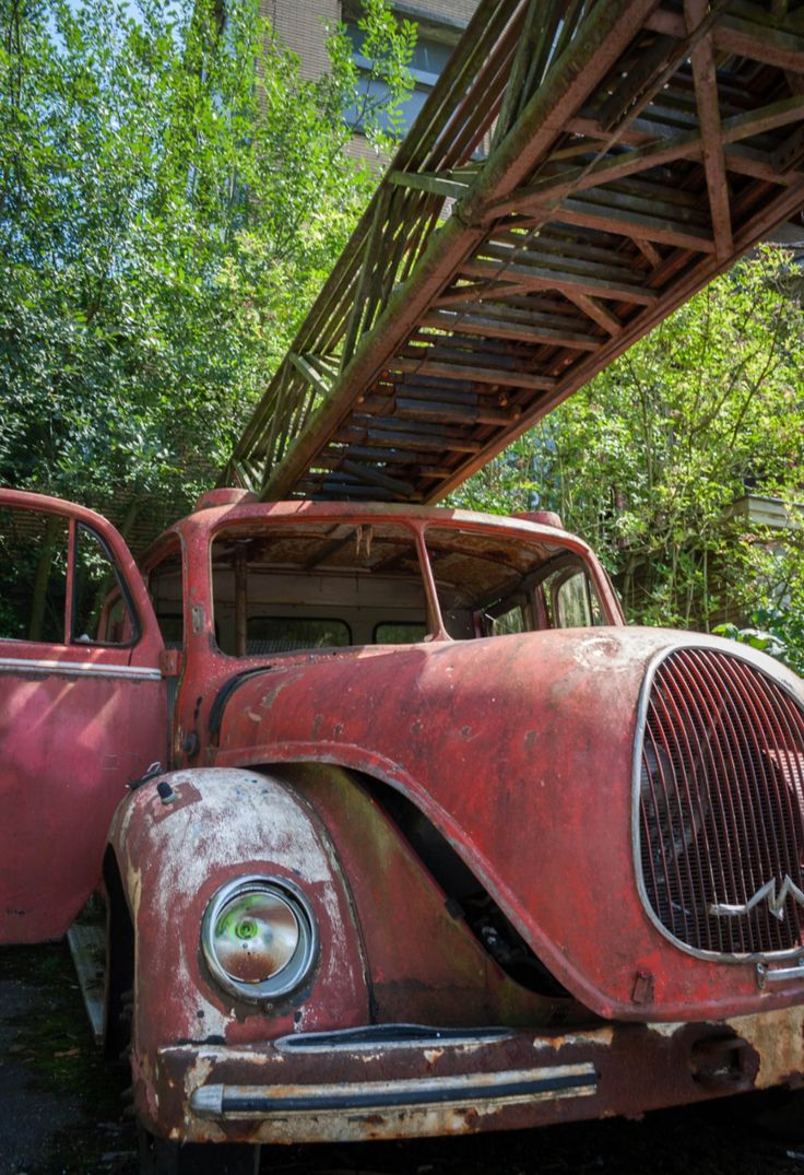 PIN PON. Abandoned car. Photo by Arnaud Dupont. Source Flickr.com