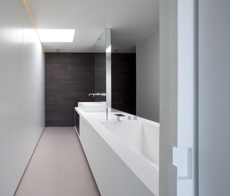 Riemst: binnen Modern en minimalistisch interieur. Enkel gebruik gemaakt van zwart en wit.