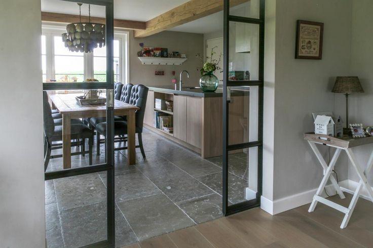 Afbeelding van http://www.uw-woonmagazine.nl/uploads/productinbeeld/big/kersbergen-natuursteen-bourgondische-dallen-abbaye-dardeche-601070.jpg.