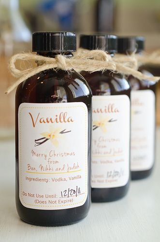 "homemade vanilla extract recipe...  The difference between homemade extract and store bought is really noticeable in baked goods.  Pinner says ""this recipe is a good one!"""