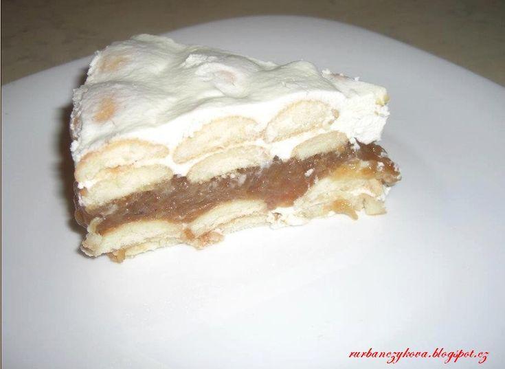 Tento nepečený jablko-šlehačkový dort je velice snadno hotový, a je velikou pochoutkou!