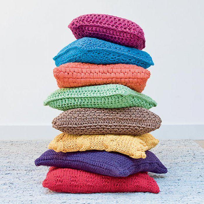 Une montagne de coussins au tricot