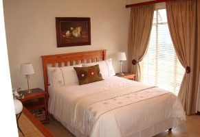 Nelspruit Self Catering, 14 Villa Louise is cozily situated in the heart of the beautiful town of Nelspruit. Located within a security complex, Villa Louise sleeps four people and is equipped with a main bedroom furnished with a double bed and baby cot, and a second bedroom with two single beds.