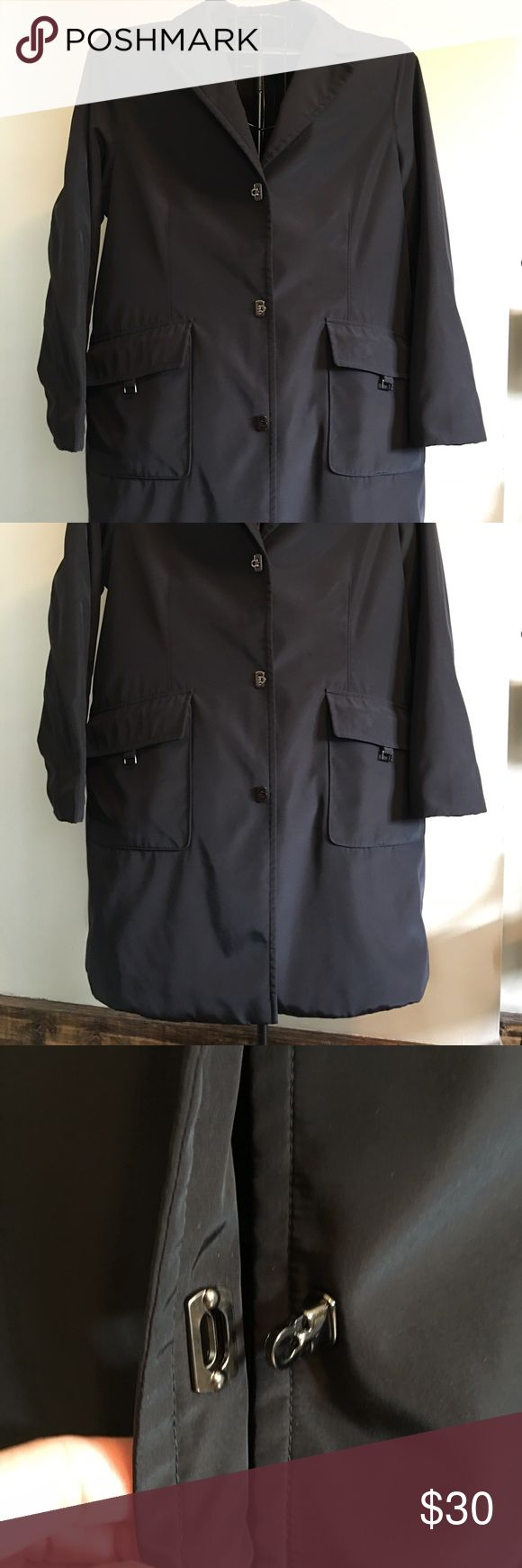 """💄👠Gorgeous ladies trench coat💄👠 EUC ladies trench coat. Lightly lined. Water resistant. Very cool slip thru, magnetic button enclosures. Knee length. (I'm 5'4"""") Classic and stylish must have coat! Jones New York Jackets & Coats Trench Coats"""