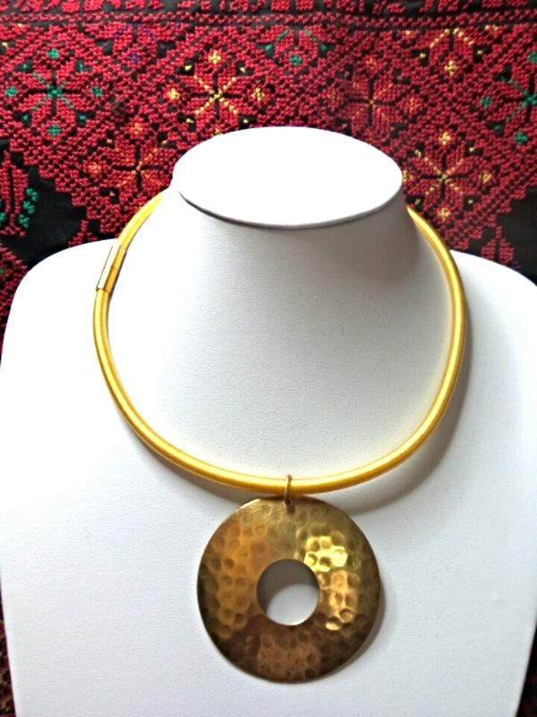 Gold collar necklace with a Nefertiti pendant
