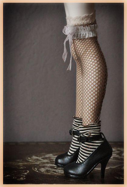 Cynnamon's high heels by Clockwork Angel...What a sweet look!