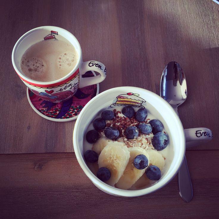 Soja yoghurt, banaan, blauwe bessen, lijnzaad