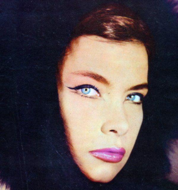 Η πιο εντυπωσιακή φωτογράφιση μόδας με την Τζένη Καρέζη 51 χρόνια πριν!