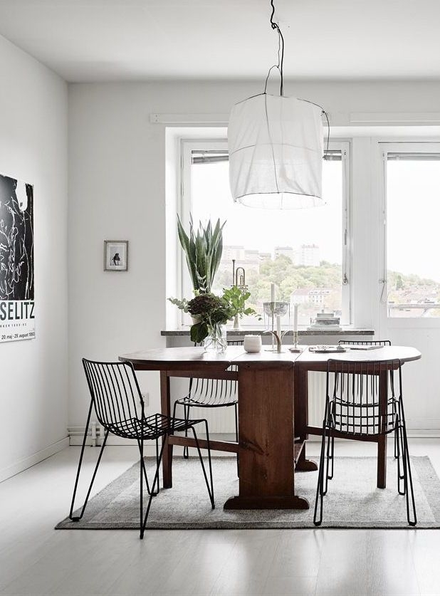 Monochrome home with lots of breathing space - via