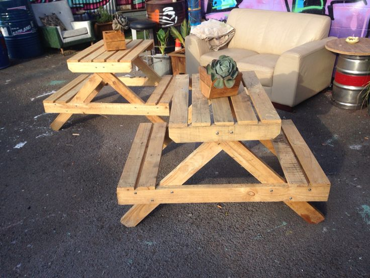 Picnic table from recycled pallets
