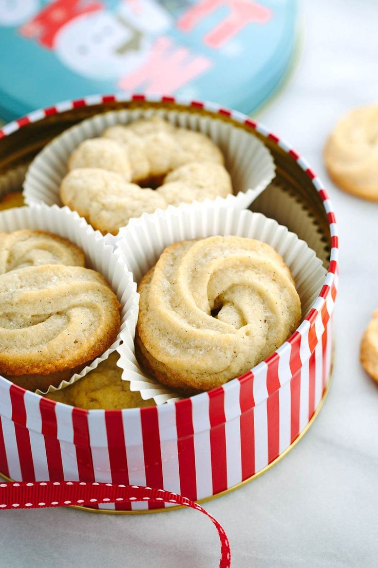 Homemade vanilla Danish butter cookies are the perfect cookie to share! Make your own tin of sweet butter cookies with different unique piped designs.