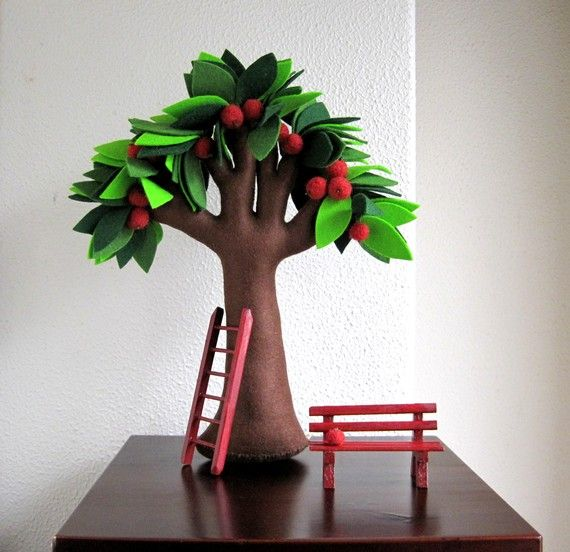 Felt apple tree. I'm in love.  i had a bunch of these on my wists and they have some amazing ones!