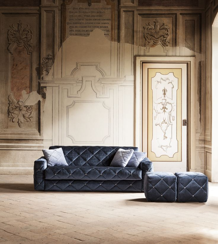 The #sofa ans #sofabed Douglas, design Elena Viganò, has a particular #removable #cover with details recalling the #artdeco style. Nice for the #living.
